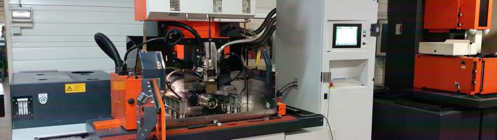 Machine de découpe par électroérosion fil Charmille Robofil 2030